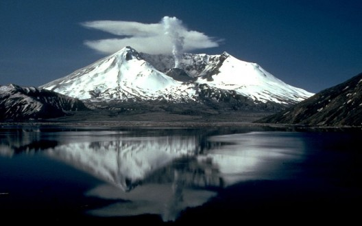 Mt St Helens two years after eruption (photo: USGS)