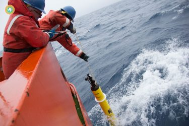 UW's Stephen Riser (left) drops a float into the Southern Ocean during a 2016/17 cruise.